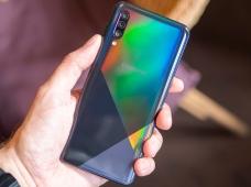 Samsung Galaxy A30s: три камеры и сканер в экране за минимум денег