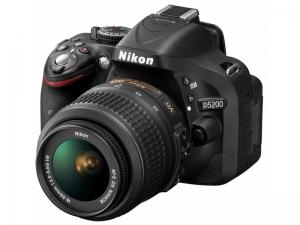 Зеркальный фотоаппарат Nikon D5200 18-55 VR Black +SD Card 16GB