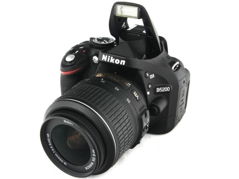 Зеркальный фотоаппарат Nikon D5200 (18-105 VR) Black
